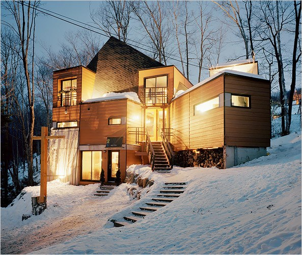 Recycled shipping containers home Quebec Canada
